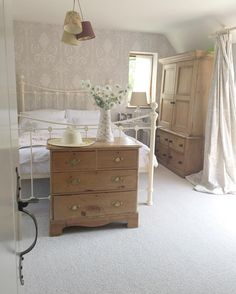 Shabby Chic Bedroom - inspiration photo | gettingstuffdoneinheels on IG. | photo from Instagram
