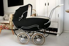 Good things: Vintage baby pram my mom had one of these for me and my brother Vintage Pram, Retro Vintage, Pram Stroller, Baby Strollers, Prams And Pushchairs, Baby Equipment, Dolls Prams, Baby Buggy, Baby Prams