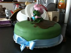 Georgie Pig and Mr Dinosaur victoria sponge birthday cake