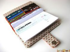 """""""The perfect wallet!"""" (Tutorial """"wallet 6 in .- """"The perfect wallet!"""" in 1 wallet tutorial from La Petite Cabane de Mavada) - Sewing Hacks, Sewing Crafts, Sewing Projects, Diy Bags Purses, Wallet Tutorial, Diy Wallet, Creation Couture, Couture Sewing, Parfait"""