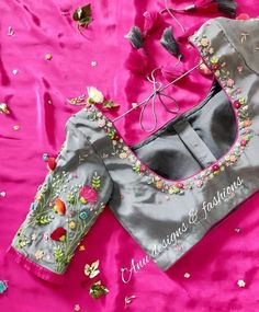 Wedding Saree Blouse Designs, Pattu Saree Blouse Designs, Blouse Designs Silk, Blouse Patterns, Saree Wedding, Simple Blouse Designs, Stylish Blouse Design, Maggam Work Designs, Street Style