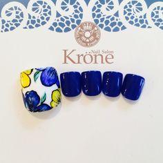 Floral accent Pedicure Designs, Toe Nail Designs, Finger Nail Art, Toe Nail Art, Fabulous Nails, Perfect Nails, Feet Nails, My Nails, Aloha Nails