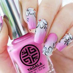 Super Pretty Flower Nail Designs To Copy ★ See more: http://glaminati.com/flower-nail-designs/