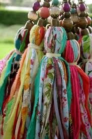 Fabric tassels with vivid colors, made of thin strips of fabric and ornated with beads on the top. They can be used for decoration, or for curtains Diy Tassel, Tassels, Diy And Crafts, Arts And Crafts, Little Presents, Passementerie, Fabric Jewelry, Fabric Scraps, Scrap Fabric