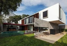 Planalto House by Fc StudioDesignRulz14 October 2013Situated in São Paulo, Brazil, the Planalto House was designed for a young couple with 2 children by Fc Studio. Two large ... Architecture Check more at http://rusticnordic.com/planalto-house-by-fc-studio/