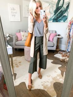Workwear outfits during summer - for when it's hot outside and freezing in the office! Rotate these workwear essentials for multiple business outfit ideas. Summer Work Outfits, Casual Work Outfits, Office Outfits, Work Attire, Work Casual, Office Wear, Office Attire, Summer Work Wear, Summer Teacher Outfits