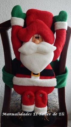 Christmas Vases, Christmas Chair, Ideas Para, Dinosaur Stuffed Animal, Santa, Holiday Decor, Home Decor, Christmas Things, Christmas Crafts