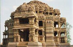 Sahastrabaahu Ka mandir is the distorted name of Original 9th century Sahastra baahu Temple meaning thounsand hands referring to lord Vishnu.