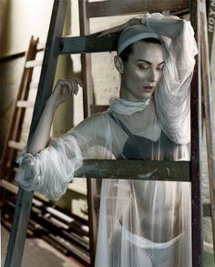 Vogue UK Shalom Harlow photographed by Javier Valhonrat - LADDER.