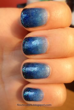 gradient nail polish. looks like the twinkling sky:)