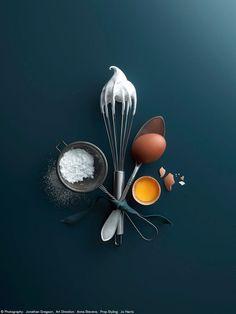 Dark Food Photography, Minimal Photography, Cake Photography, Flat Lay Photography, Creative Photography, Foto Doodle, Fond Design, Food Flatlay, Photographie Portrait Inspiration
