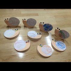 【アプリ投稿】かたつむり2歳児紙皿・画用紙・モール・シール   みんなが投稿した遊びや製作の写真がいっぱい!あそびのタネNo.1 保育や子育てに繋がる遊び情報サイト[ほいくる]