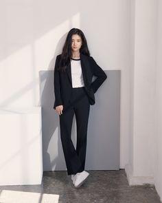 Korean Fashion – How to Dress up Korean Style – Designer Fashion Tips Korean Fashion Office, Korean Girl Fashion, Ulzzang Fashion, Kpop Outfits, Korean Outfits, Office Outfits, Fashion Outfits, Korean Photoshoot, Office Looks