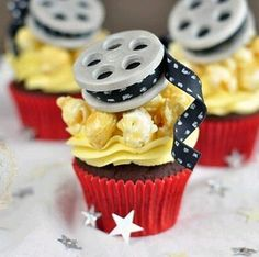 How To Make Fondant Movie-Themed Cupcake Toppers - Movie - Ideas of trending and latest movie - - Movie reel cupcake tutorial and how-to by Juniper Cakery Movie Cupcakes, Themed Cupcakes, Valentine Cupcakes, Pink Cupcakes, Fondant Cupcakes, Movie Theme Cake, Theme Cakes, Mini Cakes, Cupcake Cakes