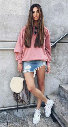 Vintage old pink sweater x white zippers -which gives me nostalgic feelings as my sister rocked them 15 years ago. I Love Fashion, Urban Fashion, Girl Fashion, Fashion Looks, Fall Outfits, Casual Outfits, Summer Outfits, Style Casual, My Style