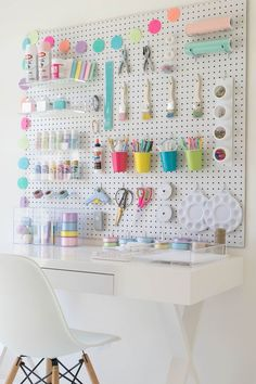 Craft Organization DIY - 40 Art Room and Craft Room Organization Decor Ideas . - Craft Organization DIY – 40 Art Room and Craft Room Organization Decor Ideas … - Craft Room Storage, Craft Room Organisation, Pegboard Organization, Pegboard Display, Organization Ideas, Stationary Organization, Storage Ideas, Organizing Crafts, Organization Station