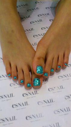 ☆ image of Genesis Rodriguez& @ LA ☆ Glitter Toe Nails, Glitter Pedicure, Pedicure Nail Art, Glam Nails, Fancy Nails, Diy Nails, Beauty Nails, Toe Nail Color, Toe Nail Art
