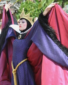 How To Cast Emoji Spells: Innovative Magic For The Masses Disney Villain Costumes, Disney Face Characters, Disney Cosplay, Disney Villains, Halloween Kostüm, Halloween Costumes, Masquerade Costumes, Evil Queen Costume, Halloween Disfraces