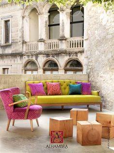 Mobiliario de la firma vintage Francisco Segarra con tejidos de la firma Alhambra