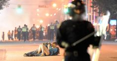 Riot police walk in the street as a couple kiss on June 2011 in Vancouver, Canada. Vancouver broke out in riots after their hockey team the Vancouver Canucks lost in Game Seven of the Stanley Cup. Get premium, high resolution news photos at Getty Images Vancouver Canucks, Vancouver Canadians, Romantic Photos, Most Romantic, Hopeless Romantic, Stanley Cup, British Columbia, Couple S'embrassant, Couple Kissing