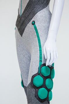 Gadgets Iphone Wearable Technology Laufschuhe # Source by adventureofstyl Smartwatch, Design Museum London, Helping The Elderly, Smart Textiles, Smart Outfit, Future Clothes, Inspiration Mode, Wearable Technology, Future Fashion