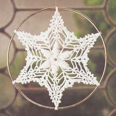 Awesome crochet christmas snowflakes which. Shell Suncatcher belongs to special collection of free patterns. Very attractive, quite easy and fast to crochet. Crochet Snowflake Pattern, Crochet Stars, Crochet Snowflakes, Crochet Round, Crochet Home, Thread Crochet, Crochet Motif, Crochet Doilies, Crochet Flowers