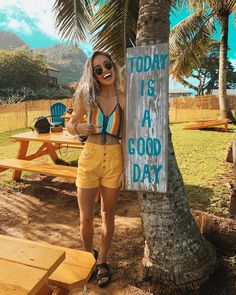 """""""today is a good day"""" 🌼🌈🌞🤙🏼 finally made it to beautiful hawaii for my first time and it's my birthday! couldn't ask for a better place to… Beach Vacation Outfits, Hawaii Outfits, Summer Outfits, Jamaica Outfits, Hawaii Pictures, Hawaii Pics, Summer Pictures, Music Midtown, Selfies"""