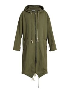Look no further than Raey for a luxuriously pared-back take on this season's utilitarian mood. This khaki-green parka is expertly crafted in the UK from twill that falls loosely over the body from dropped shoulder seams, and is punctuated with slanted press-stud fastening patch pockets and trailing drawstring hood ties. Make it your new off-duty essential.