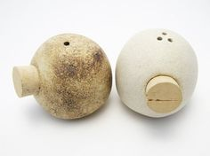 Salt and Pepper Shakers Stoneware White and Brown Burnished Unique Ceramic Houses, Ceramic Clay, Stoneware Clay, Earthenware, Quirky Kitchen, Rustic Kitchen Decor, Kitchen Stuff, Pottery Bowls, Ceramic Pottery