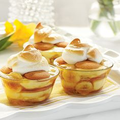 Caramelized Banana Pudding - Banana Pudding 12 Ways - Southernliving. Recipe: Caramelized Banana Pudding This dressed-up banana pudding features bananas caramelized in brown sugar, butter, and cinnamon. Köstliche Desserts, Delicious Desserts, Dessert Recipes, Yummy Food, Southern Desserts, Pudding Desserts, Yummy Yummy, Delish, Rodjendanske Torte