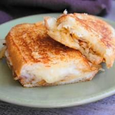 Pairing Grilled Cheese with Wine