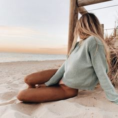 Pin od anna nowak na photo beach aesthetic, beach i one summer. Beach Aesthetic, Summer Aesthetic, Blonde Aesthetic, Aesthetic Hair, Summer Pictures, Beach Pictures, Photos Bff, Rose Photos, Foto Casual