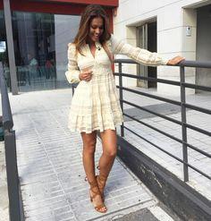 Lara Álvarez con vestidazo Highly Preppy de encaje Lara Alvarez, Denny Rose, Preppy, White Dress, Dresses With Sleeves, Long Sleeve, Beauty, Google, Fashion