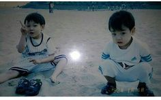 Jeon Junkook (right) & brother (left) 🐰🐰💕😭 Jungkook Predebut, Jungkook Cute, Foto Jungkook, Bts Suga, Foto Bts, Jung Hyun, Childhood Photos, Bts Playlist, Bts Korea