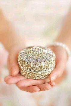 ღ Trinket Box just for you Giving Hands, All That Glitters, Trinket Boxes, Little Gifts, Pink And Gold, Blush Pink, White Gold, Jewelry Box, Jewellery Boxes