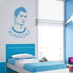 Um autocolante desportivo de uma das maiores estrelas do futebol a nível mundial. Nada melhor do que decorar a sua habitação de forma simples e económica.