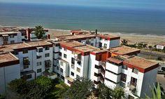 10 de la mañana y los vecinos duermen. De estos edificios frente a la playa Marbella de Magdalena no sale ruido alguno. Paz intensa [Foto: Jack Hurtado / Spacio Libre]