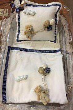 Bebek battaniyesi ve takı yastığı