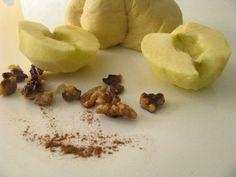 Kysnuté koláče s jablkami a orechami   Míniny recepty Pear, Apple, Fruit, Food, Hampers, Apple Fruit, Essen, Meals, Yemek