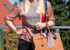 Twilly by with matching top Silk Top, Hermes Kelly, Pumps, T Shirt, Leather, Bags, Outfits, Bracelets, Fashion