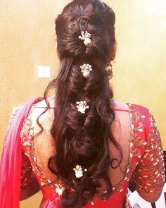 Vow Bridal Hair Buns, Bridal Hairdo, Curly Wedding Hair, Hairdo Wedding, Long Hair Wedding Styles, Long Hair Styles, Bridal Braids, Engagement Hairstyles, Mom Hairstyles