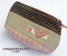 pouch with heart heart - brown and pink by countrykitty Pouch Bag, Tote Purse, Diy For Bags, Handmade Purses, Pencil Bags, Leather Gifts, Quilted Bag, Sewing Techniques, Small Bags