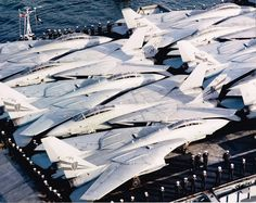 USS INDEPENDENCE (CV-62) Sydney Harbour 1992 -VF-21 & VF-154 F-14As parked tightly on the stern