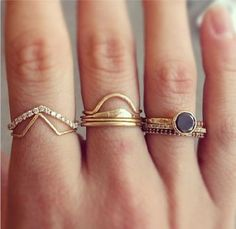 i usually don't like a lot of rings but here i like it a lot, really nice, so simple Our style inspiration for our #minimalistjewelry #minimalistjewellery #minimalist #jewellery #jewelry #jewelleries #jewelries #minimalistaccessories #bangles #bracelets #rings #necklace