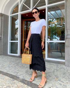 Silvia Braz, Lace Skirt, Midi Skirt, Work Looks, Casual Looks, Ideias Fashion, Fashion Shoes, High Waisted Skirt, Street Style