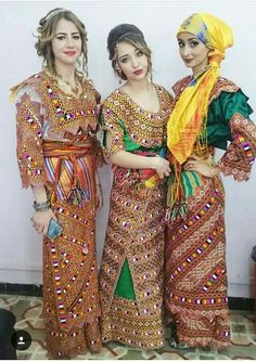 Fashion Arabic Style Illustration Description Robe kabyle – Read More – Country Look, Chinese Kimono, Afghan Dresses, Islam, High Fashion, Womens Fashion, African Fashion Dresses, Embroidery Dress, Pakistani Dresses