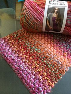 Crochet cowl in the linen stitch: Using only 1 ball of yarn this project is not only quick but cheap to make!