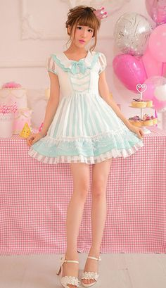 Adorable white and mint lolita style dress / so beautiful, i love her & the outfit Harajuku Fashion, Kawaii Fashion, Lolita Fashion, Girl Fashion, Fashion Dresses, Gothic Fashion, Girly Girl Outfits, Cute Girl Dresses, Pretty Dresses