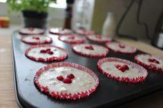 Bezlepkové pohankové muffiny s rybízem pro Adri O. Kefir, Cookies, Desserts, Food, Crack Crackers, Tailgate Desserts, Deserts, Eten, Cookie Recipes
