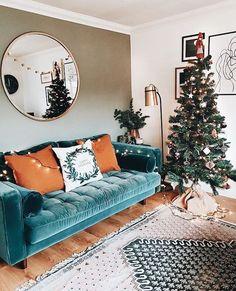 small living room // velvet sofa // dark green wall // hardwood floor - Home Professional Decoration Cozy Living Rooms, Home Living Room, Apartment Living, Living Room Decor Green, Cozy Eclectic Living Room, Hippie Living Room, Blue Couch Living Room, Sitting Room Decor, Lounge Decor
